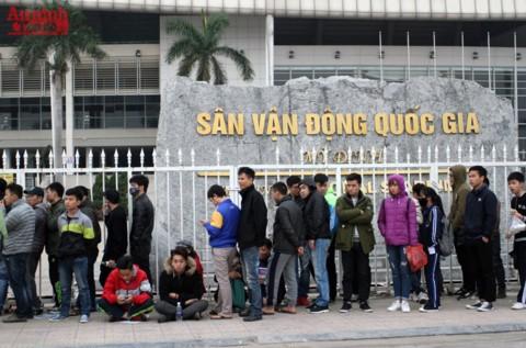 Người hâm mộ không còn phải mệt mỏi xếp hàng dài chờ mua vé xem ĐT Việt Nam khi hình thức bán vé qua mạng được áp dụng từ 26-10-2017