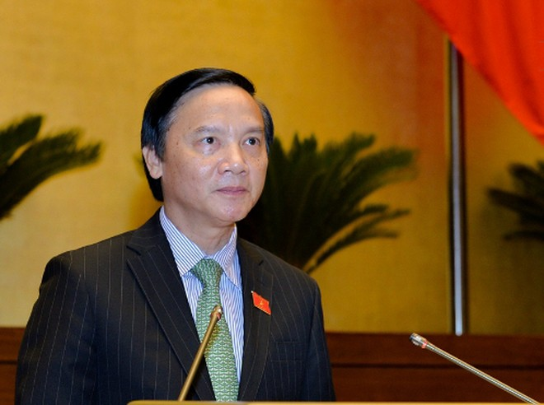 Chủ nhiệm Ủy ban Pháp luật của Quốc hội Nguyễn Khắc Định trình bày báo cáo