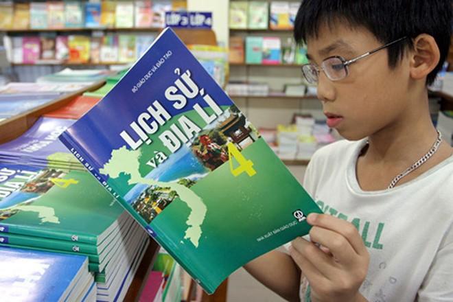 Theo Bộ trưởng Phùng Xuân Nhạ, phương án mới sẽ có thêm thời gian dành cho việc biên soạn, thẩm định, thực nghiệm các chương trình môn học, hoạt động giáo dục
