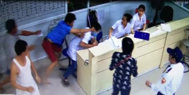 Một vụ người nhà xông vào bệnh viện hành hung y bác sỹ