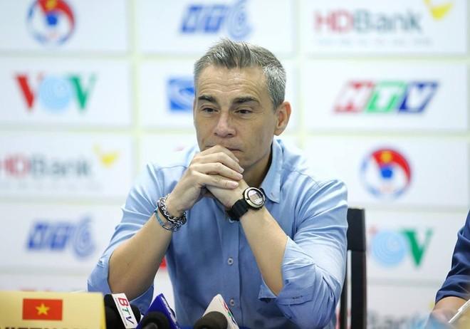 HLV Miguel Rodrigo xin lỗi sau giải đấu thất vọng của đội tuyển