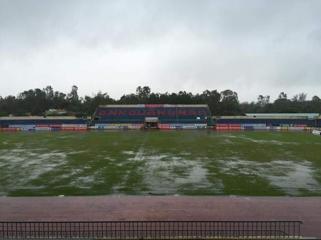 Sân Tam Kỳ chưa thể tổ chức thi đấu do ảnh hưởng bão số 12