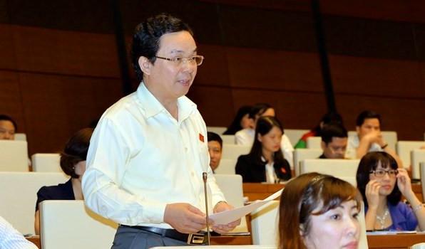 Đại biểu Hoàng Văn Cường đề nghị cân nhắc kỹ việc quy hoạch nghĩa trang trong dự án thu hồi đất, bồi thường, hỗ trợ, tái định cư Cảng hàng không quốc tế Long Thành