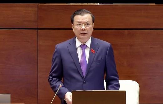 Bộ trưởng Bộ Tài chính Đinh Tiến Dũng trả lời chất vấn