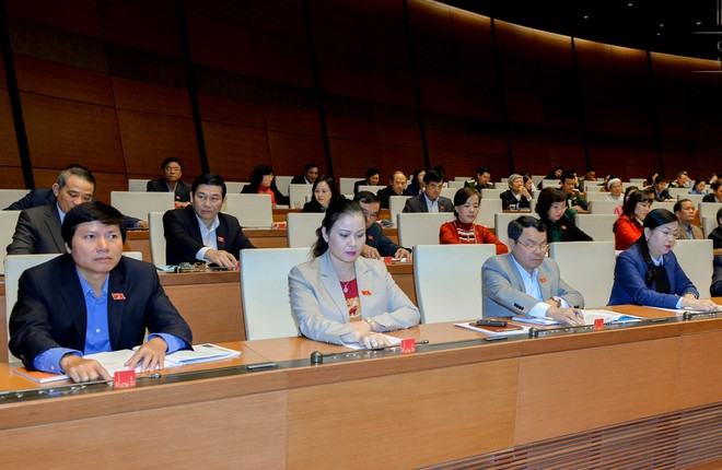 Các đại biểu Quốc hội bấm nút thông qua Luật Quy hoạch