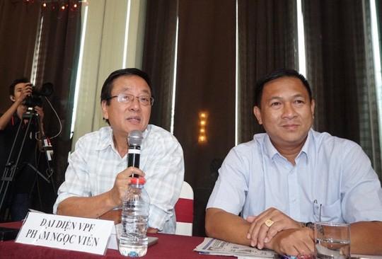 Phó Chủ tịch HĐQT VPF Phạm Ngọc Viễn (trái) phát biểu