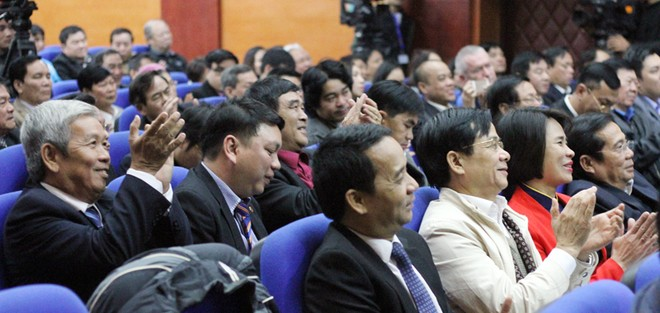 Các đại biểu tâm đắc và sôi nổi với những phát biểu xác đáng của Phó Thủ tướng