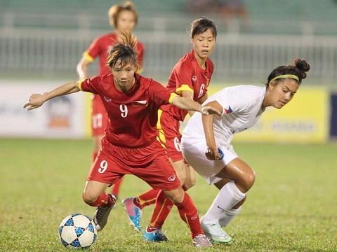 Văn Toàn tranh giải fair-play với nữ tuyển thủ hiếu thảo Thùy Trang