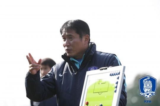 HLV Kim Bong Gil tích cực sửa sai cho học trò...