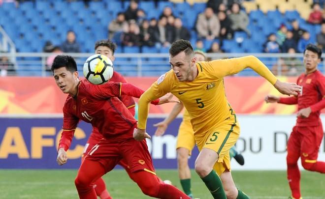 U23 Việt Nam (áo đỏ) bất ngờ thắng Australia để nắm quyền tự quyết vé đi tiếp