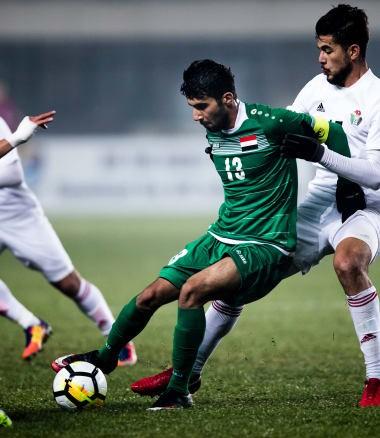 U23 Iraq (áo xanh) kết thúc vòng bảng với thành tích bất bại và được đánh giá là ứng viên vô địch