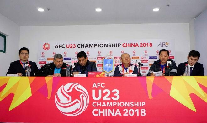 Đại diện hai đội tại buổi họp báo trước trận tứ kết sẽ diễn ra lúc18h30 ngày 20-1