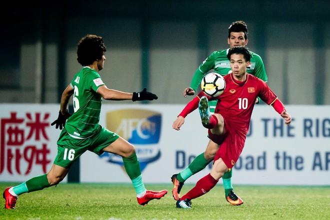 """U23 Việt Nam (áo đỏ) được báo Qatar ví như """"sát thủ của các ông lớn"""""""