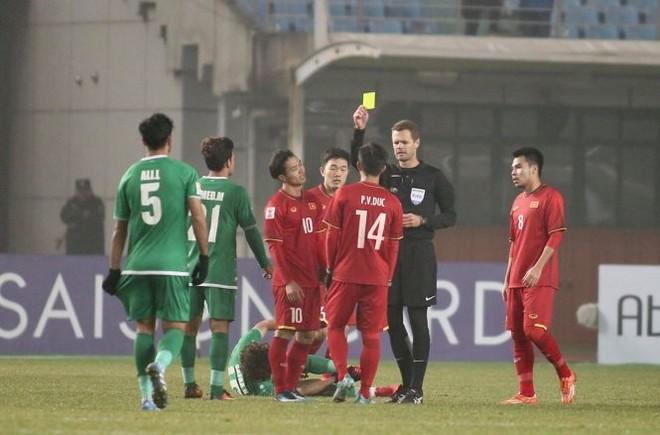 Trọng tài chính Chris Beath người Australia có nhiều quyết định bất lợi cho U23 Việt Nam