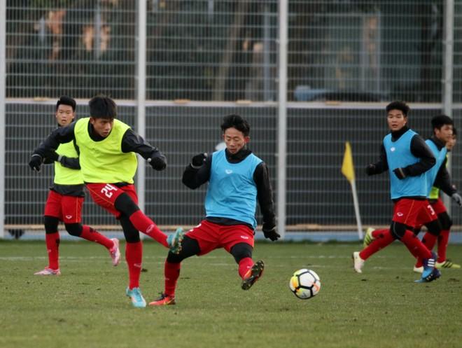 Chiều nay U23 Việt Nam sẽ tập buổi duy nhất làm quen sân Thường Châu
