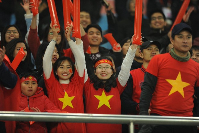 Cổ động viên Việt Nam tại giải gây ấn tượng mạnh cho truyền thông châu Á