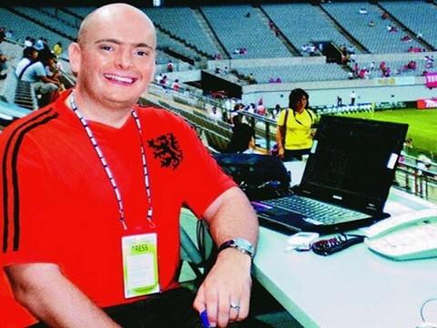 Bình luận viên kỳ cựu John Duerden của kênh truyền hình FOX Sports