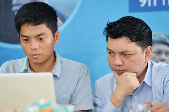 Tổng thư ký VFF Lê Hoài Anh (bên phải) lấy làm tiếc vì sự cố