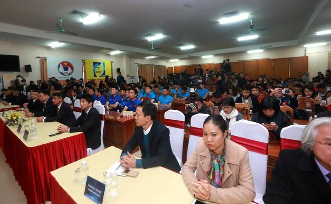 Quang cảnh buổi gặp gỡ báo chí (ảnh Vũ Vy)