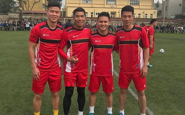 Quang Hải và Duy Mạnh tham gia đá bóng từ thiện tại quê nhà Đông Anh (Hà Nội)