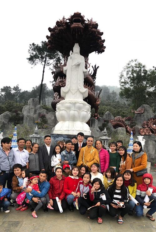 Trung vệ Bùi Tiến Dũng chia sẻ khoảnh khắc du xuân cùng đại gia đình