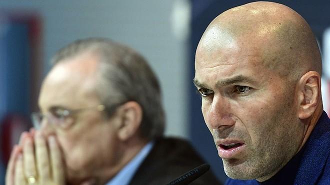 Zinedine Zidane chia sẻ quyết định từ chức khiến ngay cả Chủ tịch Real Madrid, Perez (bên trái) cũng phải sững sờ