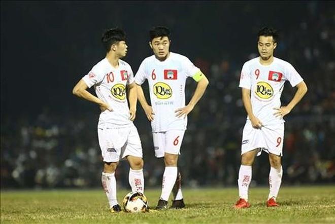 Công Phượng, Xuân Trường, Văn Toàn đã chơi tốt để đưa HAGL có lợi thế dẫn trước 2-0, tuy nhiên sai sót của hàng thủ đã khiến đội chủ sân Pleiku bị chia điểm đáng tiếc