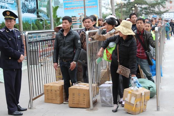 Có trên 100.000 lao động thường xuyên qua khu vực biên giới Việt - Trung làm việc