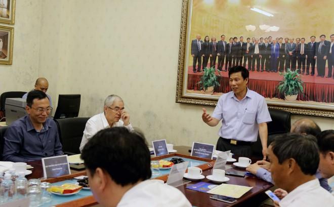 Bộ trưởng Nguyễn Ngọc Thiện làm việc với VFF (Ảnh: Đoàn Nhật)