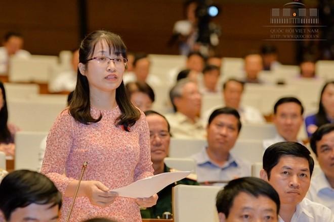 Đại biểu Đặng Thị Phương Thảo đề nghị mạnh dạn giao quyền tự chủ hoàn toàn cho các trường phổ thông nhưng cần đi kèm cơ chế giám sát