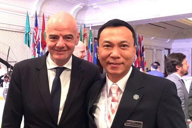 Chủ tịch FIFA Gianni Infantino và Phó chủ tịch VFF Trần Quốc Tuấn bên lề một cuộc họp