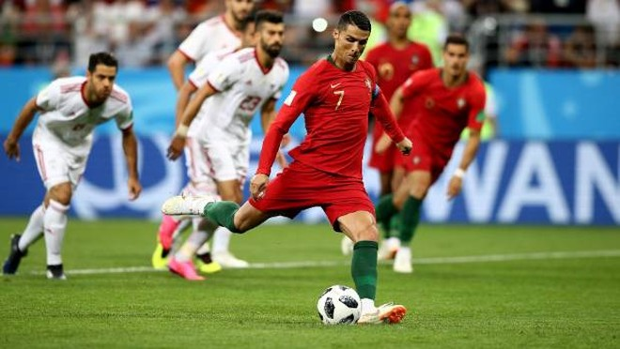Ronaldo với cú sút 11m hỏng bất đắc dĩ được lưu tên trong hạng mục kỷ lục mới về số quả penalty trong một kỳ World Cup