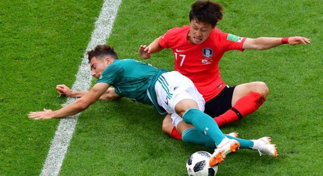 Các cầu thủ Hàn Quốc (áo đỏ) đã chiến đấu vì danh dự, vì người dân Hàn Quốc