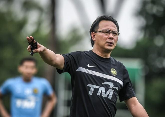 HLV Ong Kim Swee lo ngại việc các CLB trong nước không nhả quân có thể khiến Olympic Malaysia không đủ tối thiểu 18 cầu thủ dự ASIAD