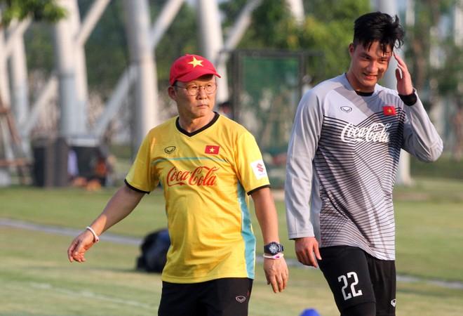 Thầy trò Park Hang-seo đang hồi hộp chờ một kết quả có lợi trong buổi lễ bốc thăm lại môn bóng đá nam ASIAD vào chiều nay