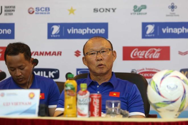 HLV Park Hang-seo tại buổi họp báo trước trận