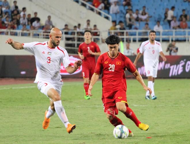 Văn Hậu, Công Phượng (áo 20) dễ dàng được tâng lên mây xanh sau một bàn thắng ở giải giao hữu U23 quốc tế