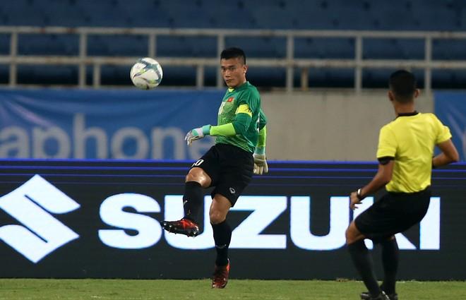 Lần đầu được ra sân tại giải U23 quốc tế, thủ môn Bùi Tiến Dũng đã có màn trình diễn tốt