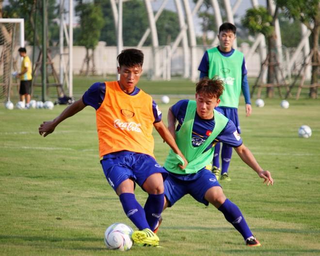 Minh Vương (phải) bất ngờ được gọi trở lại thế chỗ Thành Chung vì chấn thương