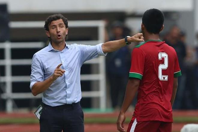 """HLV Luis Milla """"kéo"""" học trò trở lại mặt đất sau trận ra quân thắng tưng bừng 4-0"""