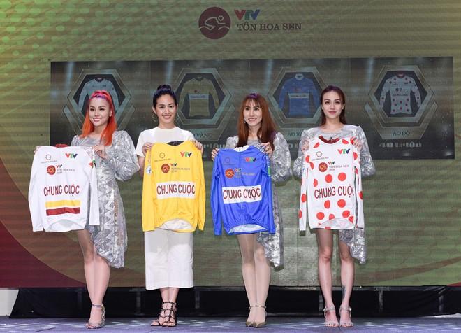 Lễ ký tài trợ (ảnh trên) và công bố áo vàng, áo xanh, áo trắng, áo đỏ chung cuộc
