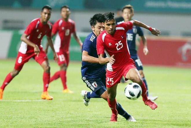 Olympic Nepal (áo đỏ) tuyên bố sẽ chơi tấn công để có điểm trước Olympic Việt Nam