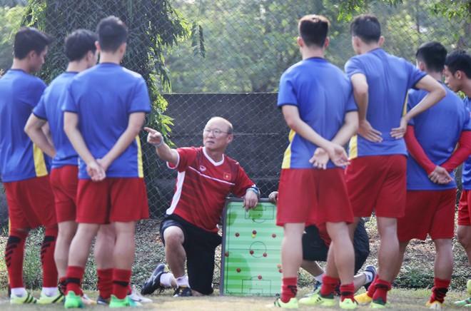Với diễn biến mới ở bảng E, thầy trò HLV Park Hang-seo sẽ phải tính toán lại để có cách nhập cuộc thích hợp cho trận gặp Nhật Bản, cũng như chuẩn bị cho vòng 1/8