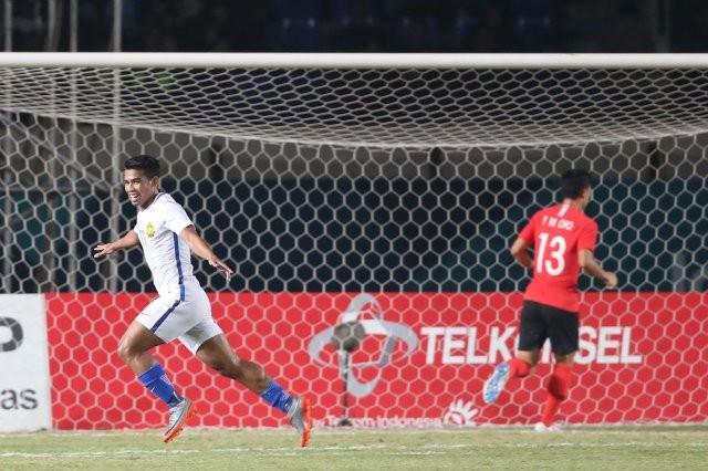 Malaysia (áo trắng) có chiến thắng bất ngờ song thuyết phục trước Hàn Quốc