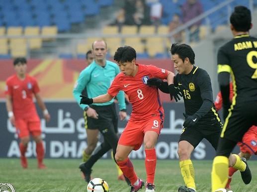 Olympic Hàn Quốc (áo đỏ) từng thắng Malaysia 2-1 ở VCK U23 châu Á và nay thất bại 1-2 tại ASIAD 2018