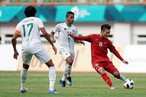 Quang Hải (áo đỏ) để lại nhiều dấu ấn trong hai trận thắng vừa qua của Olympic Việt Nam