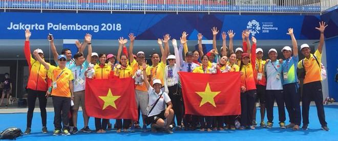 """Tuyển đua thuyền bất ngờ """"mở hàng"""" HCV cho đoàn Việt Nam tại ASIAD 2018"""