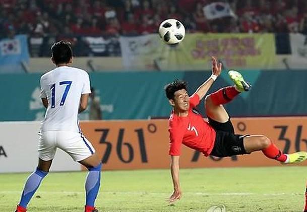 Ngôi sao Son Heung-min và Olympic Hàn Quốc dù đã rất nỗ lực ở cuối trận song không cứu vãn được trận thua Malaysia
