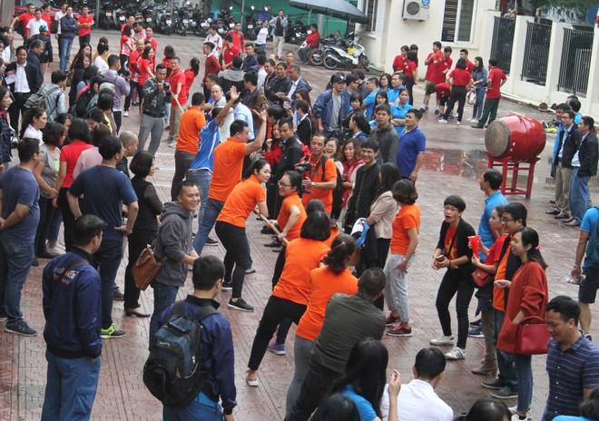 Môn kéo co thu hút số lượng tham gia thi đấu và cổ vũ đông đảo
