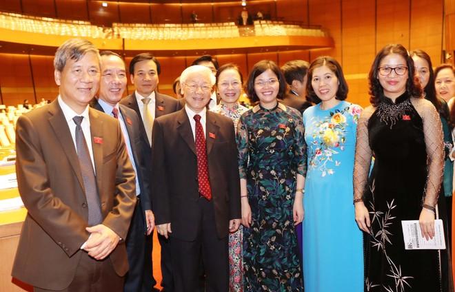 Tổng Bí thư Nguyễn Phú Trọng cùng các đại biểu Quốc hội trong ngày khai mạc kỳ họp thứ 6, sáng 22-10